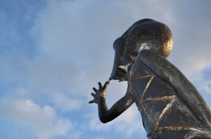 """Staty """"Kasper"""". Konstnär: Göran Strååt."""